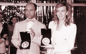 Céu & Andrée receiving the Hopes award, in 1996, at USP (São Paulo University)
